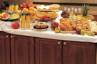 Thrifty Tip: Pick Hotel offering FREE Breakfast