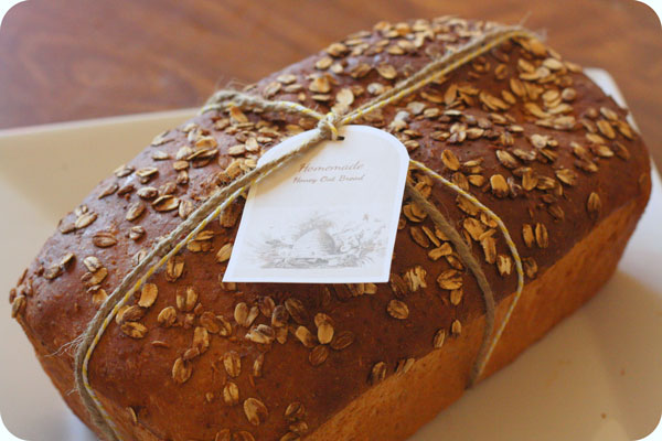 Wouldn't you LOVE to get this Homemade Oat Bread as a gift? So would I...