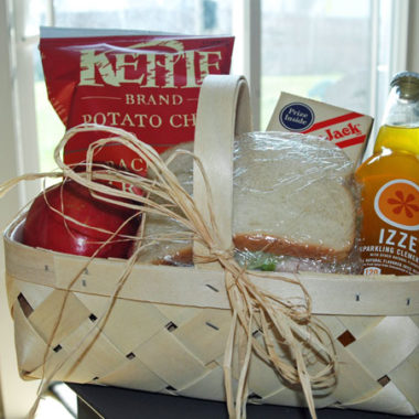 A Picnic Lunch Basket | Happy Thoughts