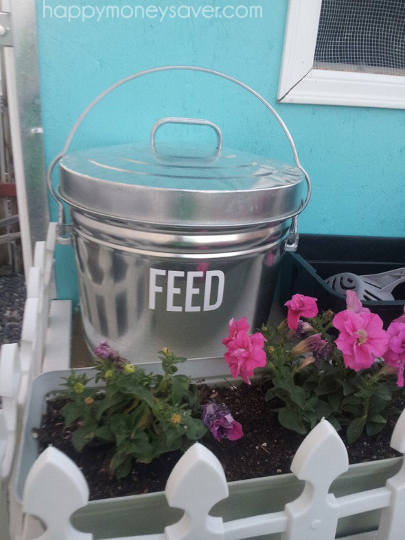 Pretty Chicken Coop Garbage Can feed holder