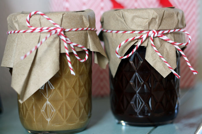 Delicious Caramel sauce and Chocolate sauce recipes + FREE printable tag and instructions on how to gift these! These would be prefect for holiday gifts.