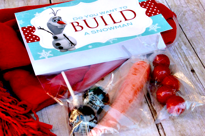 Do you want to build a snowman? Here's a fun and easy snowman building kit with FREE printable!  #happythoughts #winter #neighborgifts