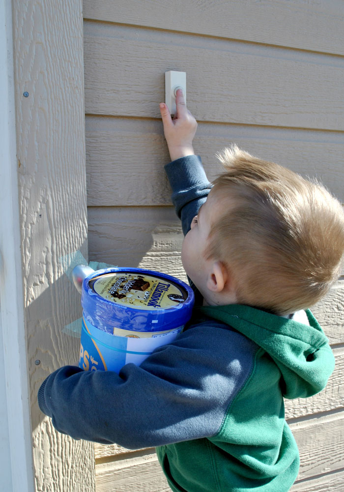 Bring your little helper when you deliver this ice cream gift idea. #happythoughts #thanks