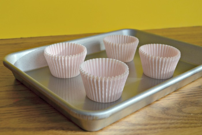 Easy ways to make your own cupcake pan!