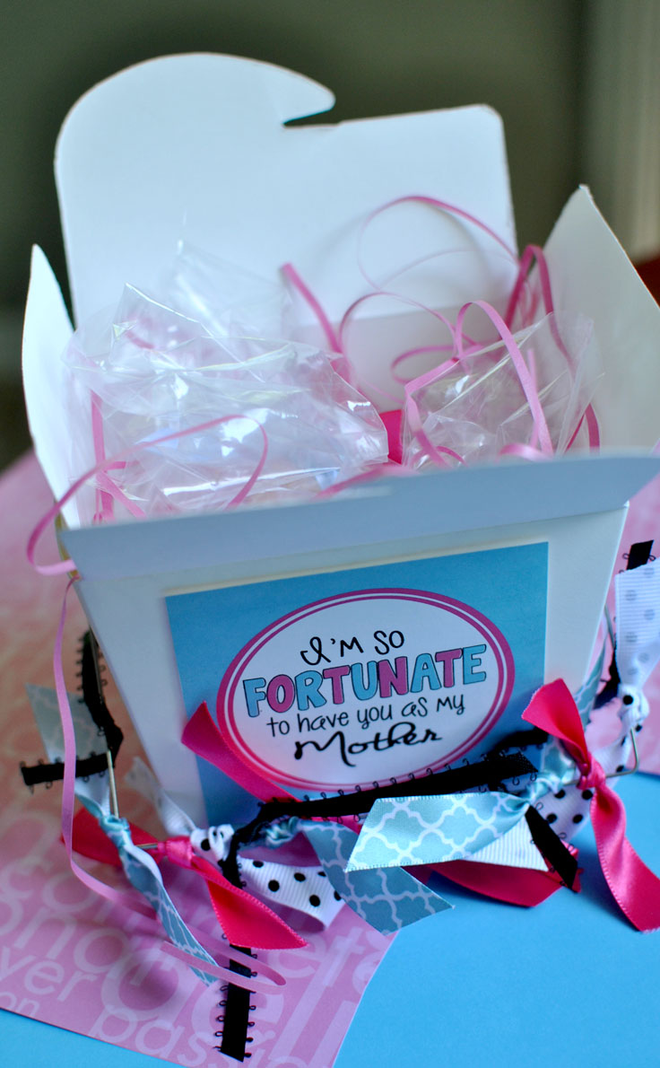 Use these Mother's Day fortunes to spice up your gift giving idea! #happythoughts #momday