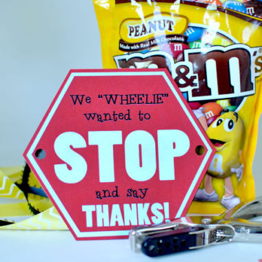 """STOP and say THANKS!"" Bus Driver Gift Idea (FREE PRINTABLE)"