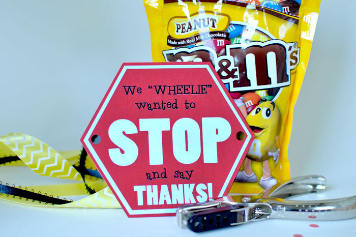 Here are the supplies you need for this great bus driver gift idea! #happythoughts #busdriver