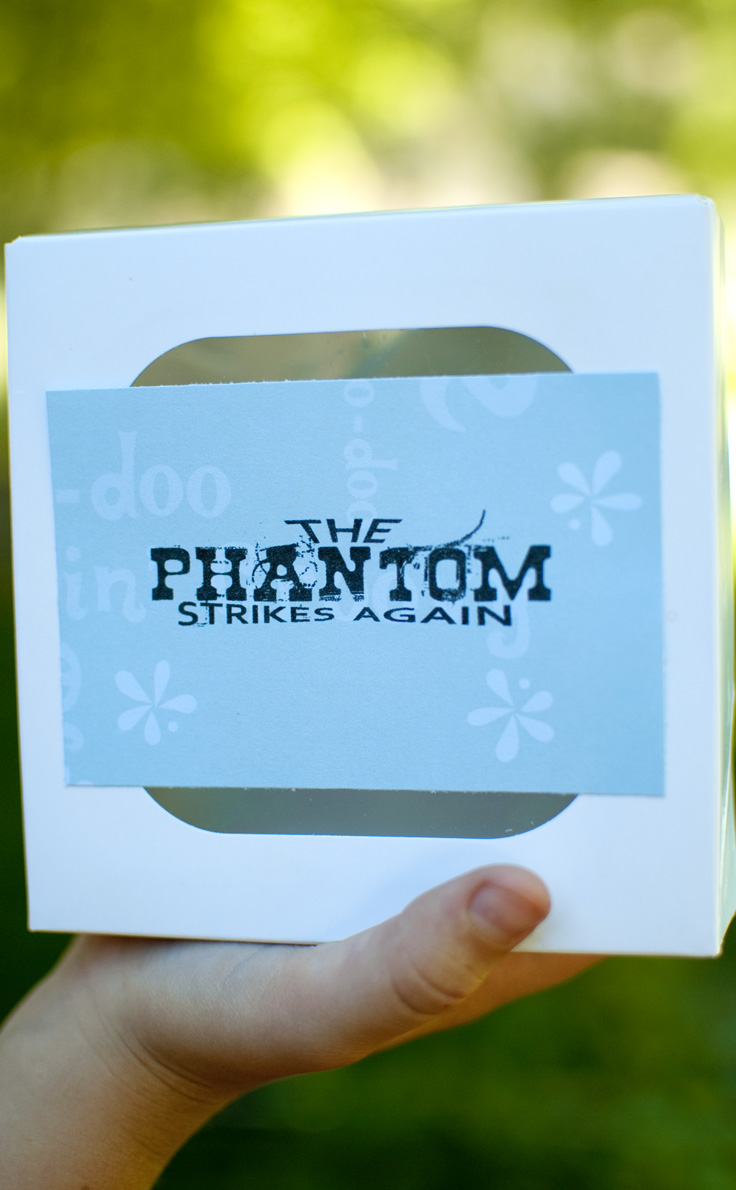 "Use this fun idea to ""phantom"" your neighbor this summer! #happythoughts #phantom"