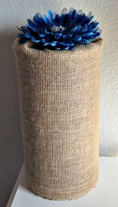 Glue burlap around an oatmeal can to make your own headband holder!