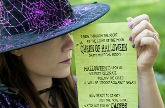 It's a Halloween Treasure Hunt! (Free printable clues)