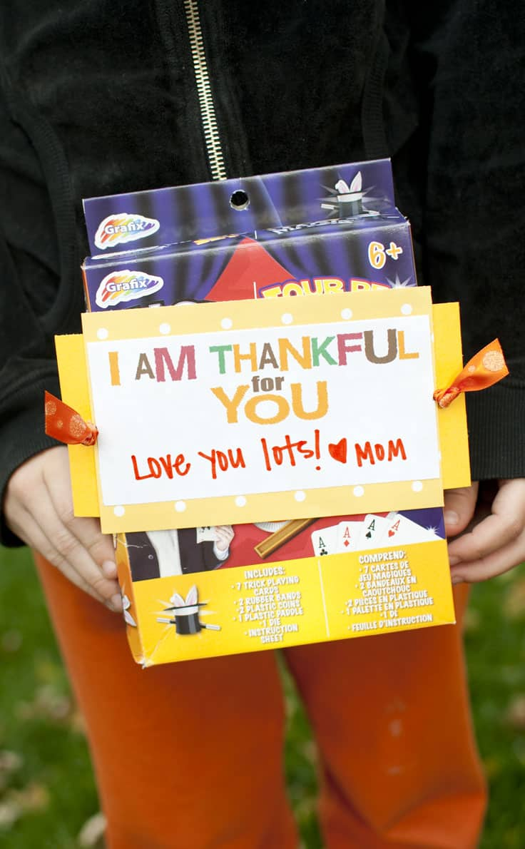 Show how thankful you are for your kids at the end of this service treasure hunt! It is a fun activity to celebrate Thanksgiving. #happythoughts #treasurehunt #thankful