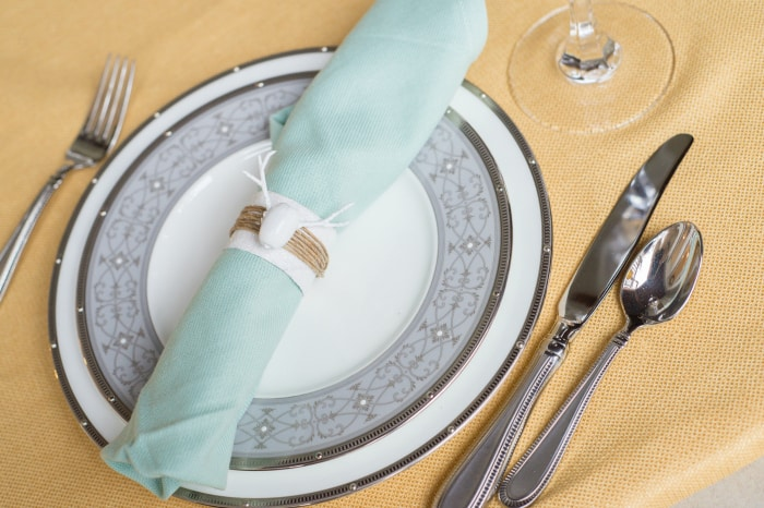 Hosting Thanksgiving? Jazz it up with these deer head napkin rings. Trendy, easy, and unique!