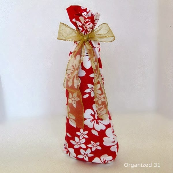 Another beautiful idea to make if you are giving the gift of wine!