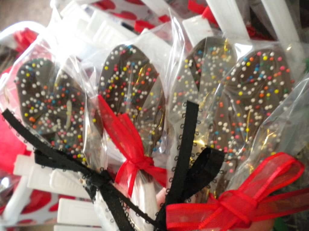 Chocolate Spoons are such a delicious gift idea! These are so easy to have and you can mix them into your coffee, hot chocolate, and so much more!