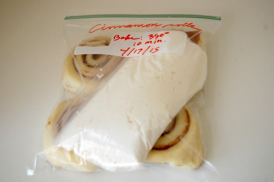 This easy cinnamon roll recipe is delicious. I'm going to make them the week before and freeze so they are ready to pop in the oven on Mother's Day! | happymoneysaver.com