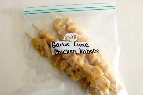 These freezer friendly garlic lime chicken kabobs will make you a dinner time hero! They are quick, easy and super delicious! | happymoneysaver.com