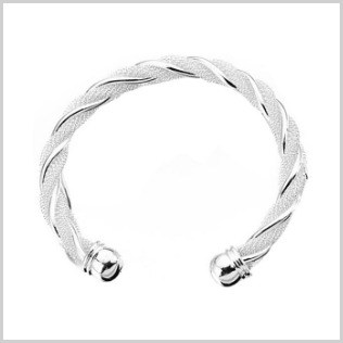 We have found 100 cheap women's jewelry ideas for you. Each piece is less than $10 shipped. Won't break the bank, AND will make you beautiful!  happymoneysaver.com