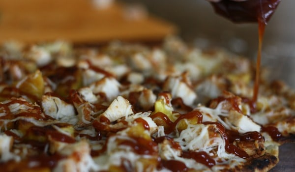 Did you know you could cook pizza right on your grill? This perfect grilled pizza is so easy to make and tastes amazing! -happymoneysaver.com