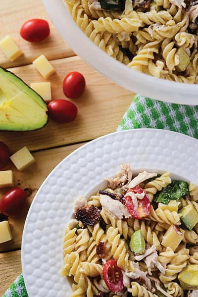 California Club Pasta Salad - California Club Pasta Salad - a simple pasta salad recipe and new take on a classic sandwich! Use turkey as a substitute for Thanksgiving leftovers freezer meals. | happymoneysaver.com