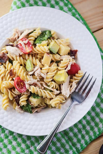 California Club Pasta Salad - California Club Pasta Salad - a simple pasta salad recipe and new take on a classic sandwich! | happymoneysaver.com