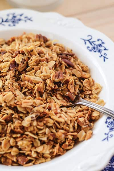 Homemade Granola Cereal - fast, easy, health(ier!) | happymoneysaver.com