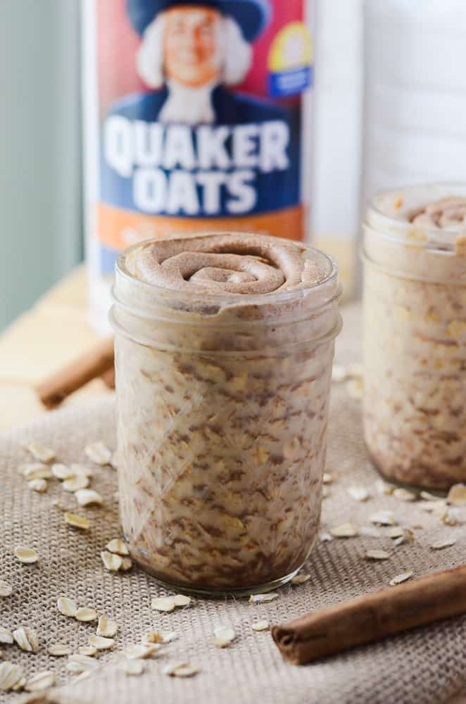 Cinnamon Roll Overnight Oats | happymoneysaver.com