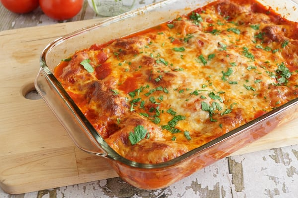This delicious Stuffed Shells {Freezer Meal} is delicious and a real crowd pleaser...even my kids love it! Stock up your freezer for when you need a super easy dinner! | happymoneysaver.com