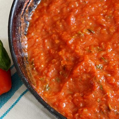 Simple Pizza Sauce Recipe {Freezer Friendly}