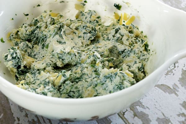 You've got to try this Easy Spinach Artichoke Dip...it's sure to be a big hit at your next get together! So easy to make and freezes well! Everyone will be asking for the recipe! | happymoneysaver.com