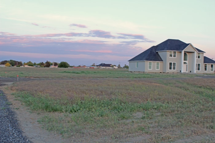 Best Tips on Buying Land! This is the first post in a series of Building a Home on a Budget Series. Great tips for anyone looking for land!
