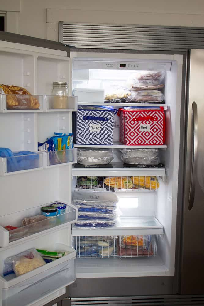 10 GENIUS ways to organize your freezer meals! There are some amazing tips here!