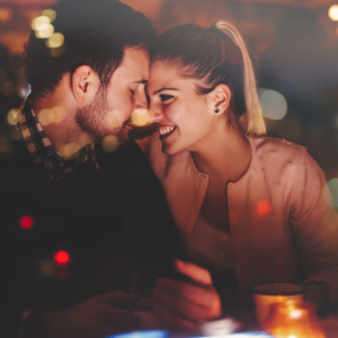 How to have a date night out totally free! These are great frugal tips!