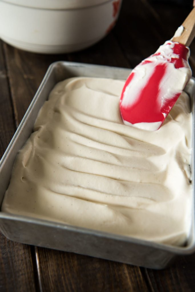 This No-Churn Homemade Vanilla Ice Cream recipe is SO easy - no extra appliances required! | happymoneysaver.com