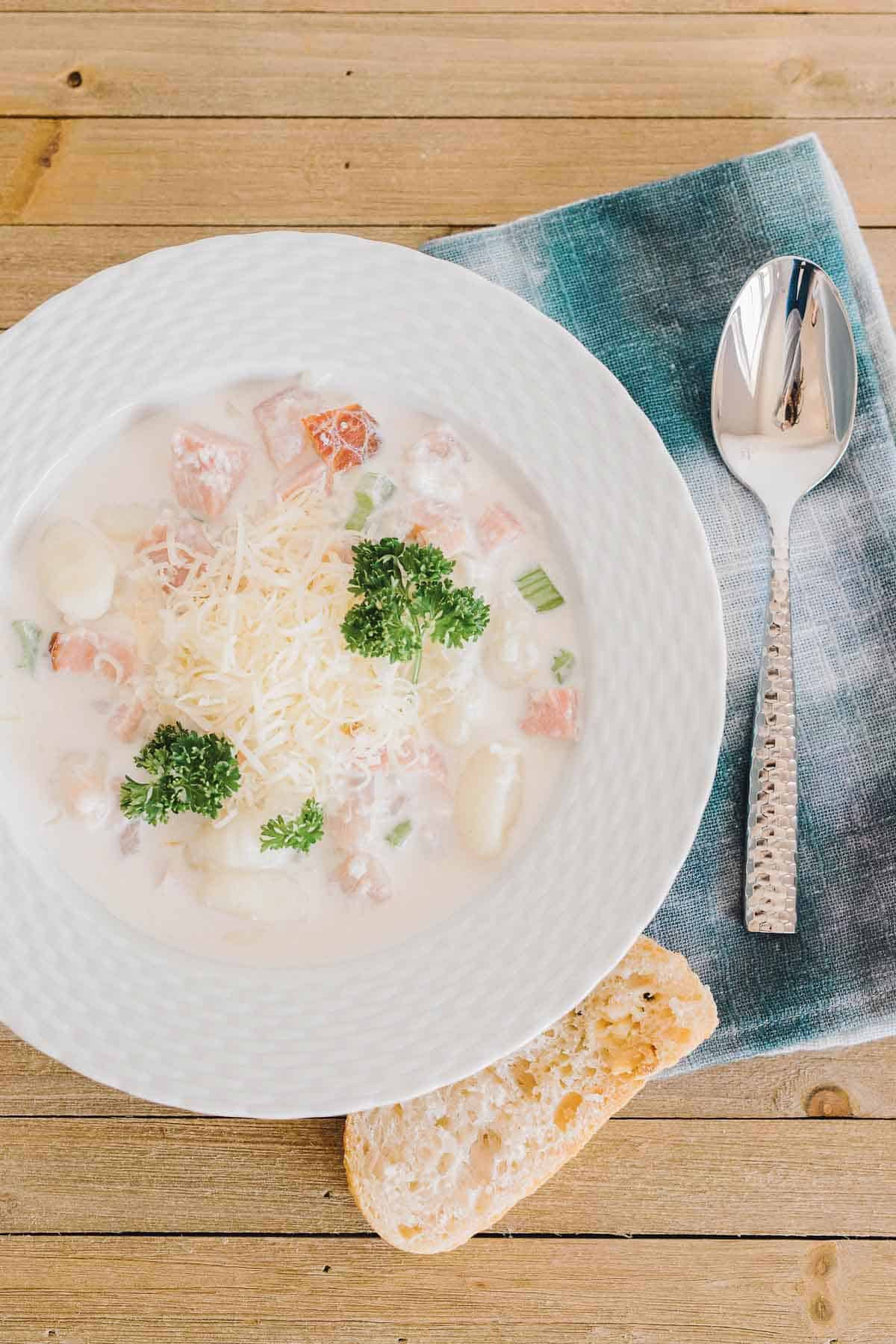 I adore the decadent flavors of chicken cordon bleu, but the work to make it? Not so much. You know what else I adore? Soup. You see where this is going... Chicken Cordon Bleu Soup.