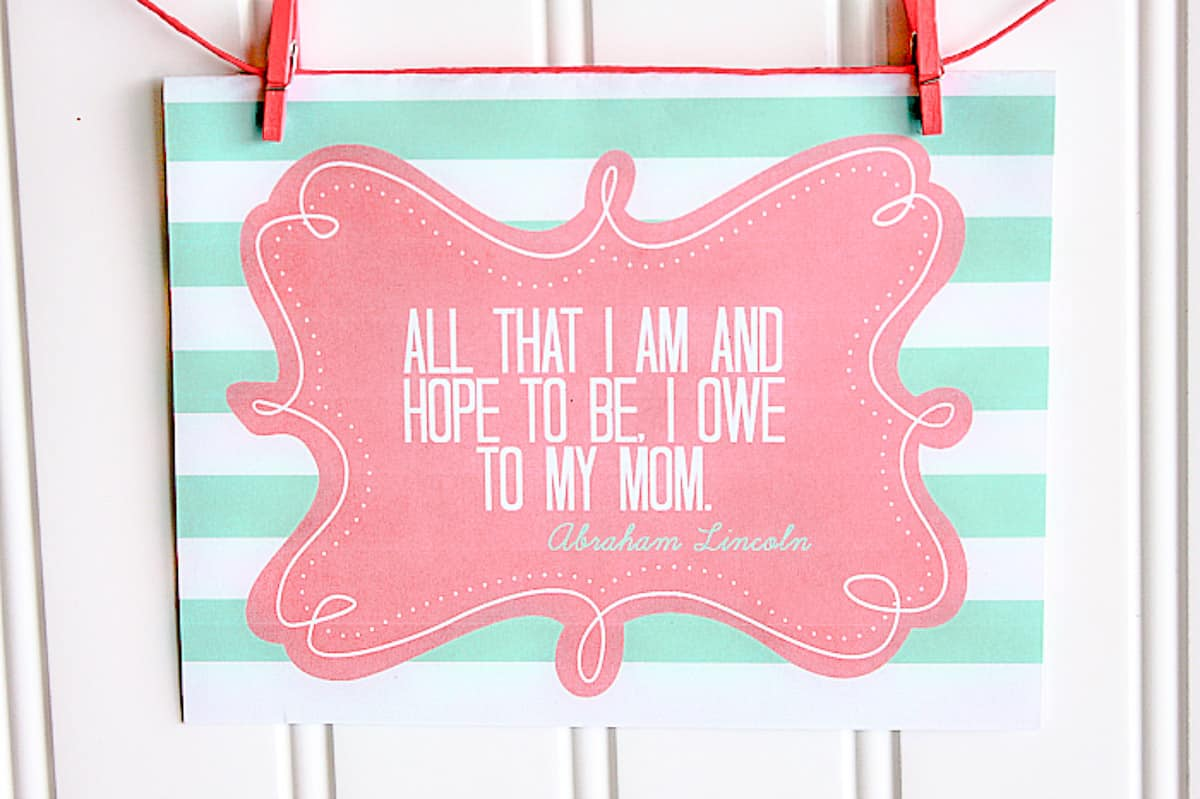 """17 Frugal and Free Mother's Day Gift Ideas - Free printable mothers day door sign saying """"All that I am and hope to be, I owe to my mom."""""""