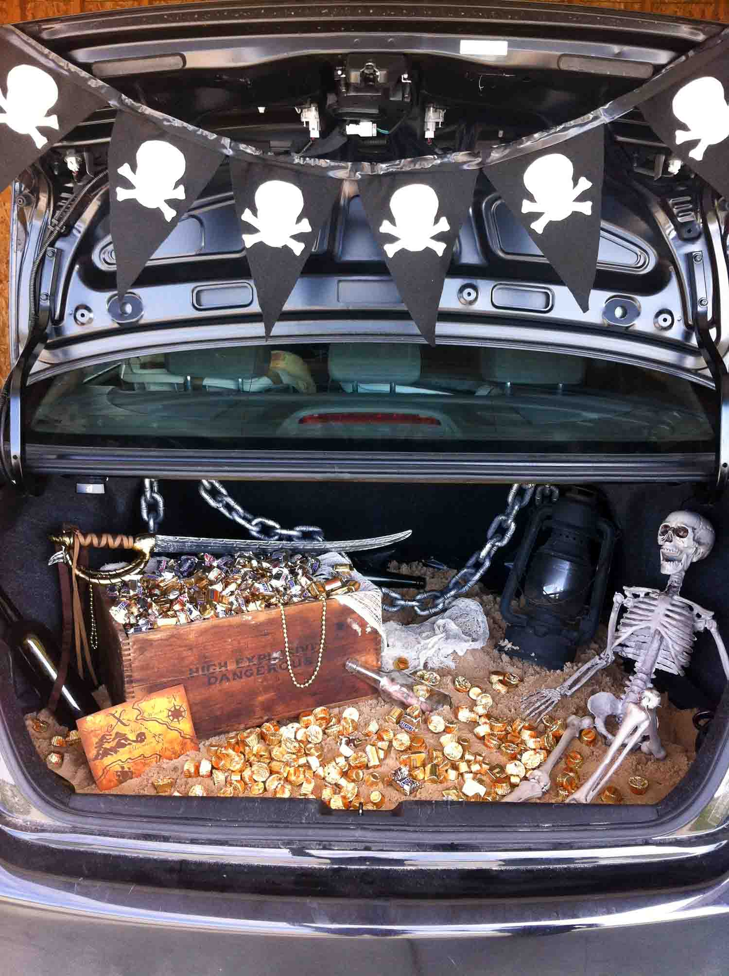 An open trunk with gold, a treasure chest and a skeleton in it.